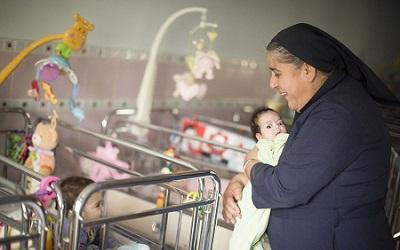 La creche de la Sainte Famille, accueille depuis 130 ans des enfants abandonnes, pris en charge par des religieuses de l'ordre des sœurs de la charite de Saint Vincent de Paul