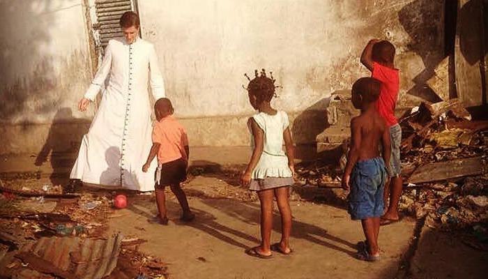 Aidez un prêtre dans sa mission au Gabon