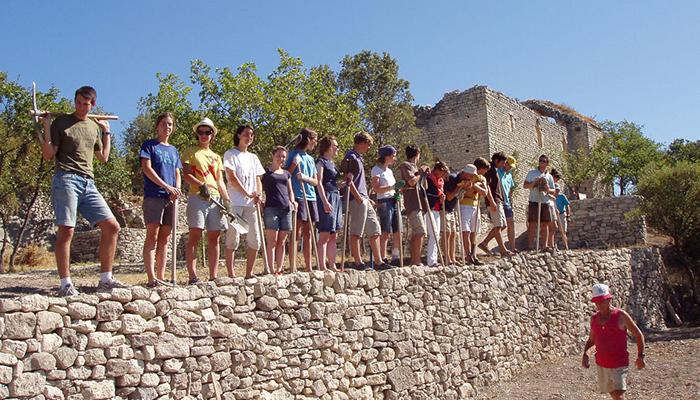 Bénévoles sur le chantier de rénovation de la Chapelle Sainte-Hilaire