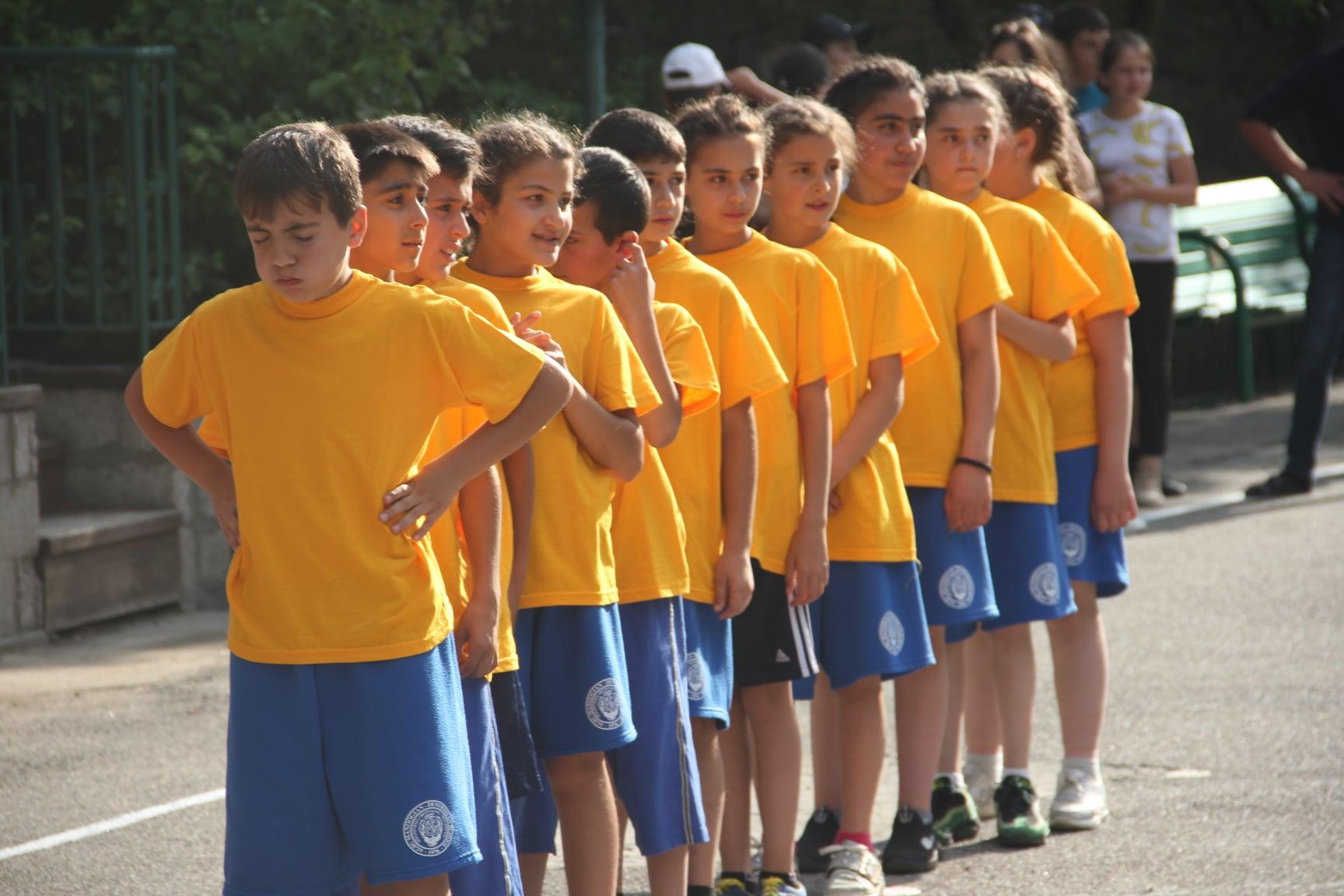 Read more about the article Arménie : des vêtements pour les enfants réfugiés du Haut-Karabakh